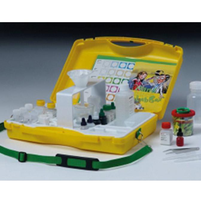 Kovček za analizo zemlje in vode